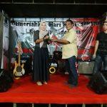 Ketua DPC PPWI Tamiang Salbiah S.Pd.I Terima Gelar 'Bunda Band' dari Musisi Aceh Tamiang