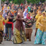 ASN Pemkab Lumajang Ikut Meriahkan SKJ Dan Lomba Jalan Sehat Perwosi